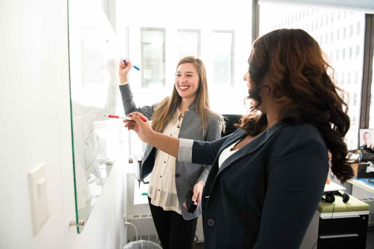Acuerdo con Mujeres Líderes para promover el programaGenderTech